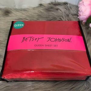 🆕 Betsey Johnson Queen red sheet set